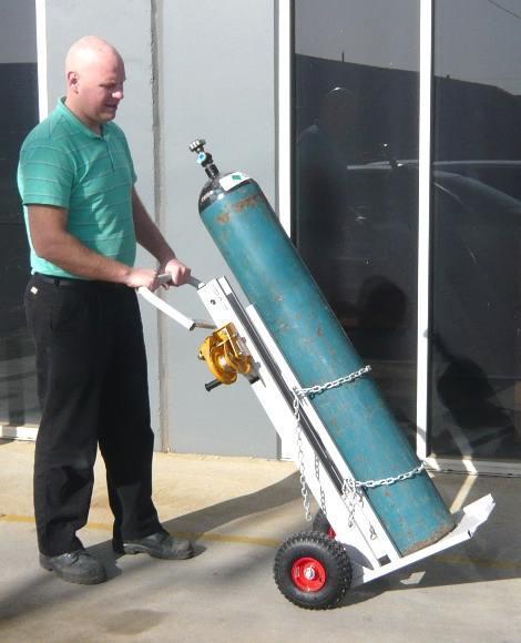 Инструкция за безопасна работа при транспортиране, съхранение и експлоатация на кислород в бутилки