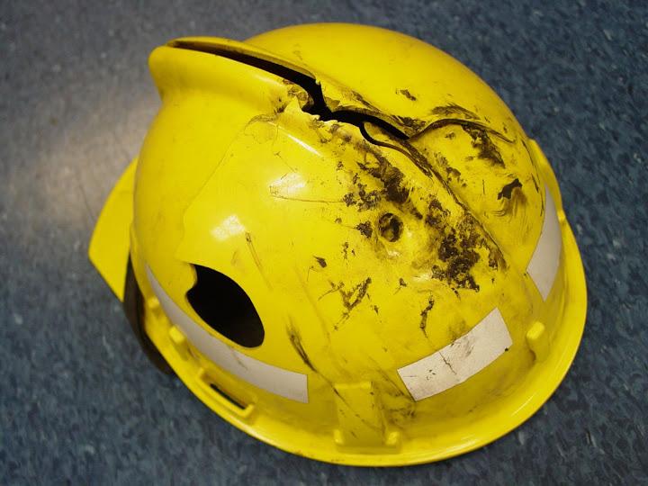 Преглед на строителни каски - цепнатина