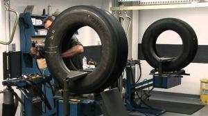 Длъжностна характеристика на длъжността Машинен оператор вулканизиране на автомобилни гуми