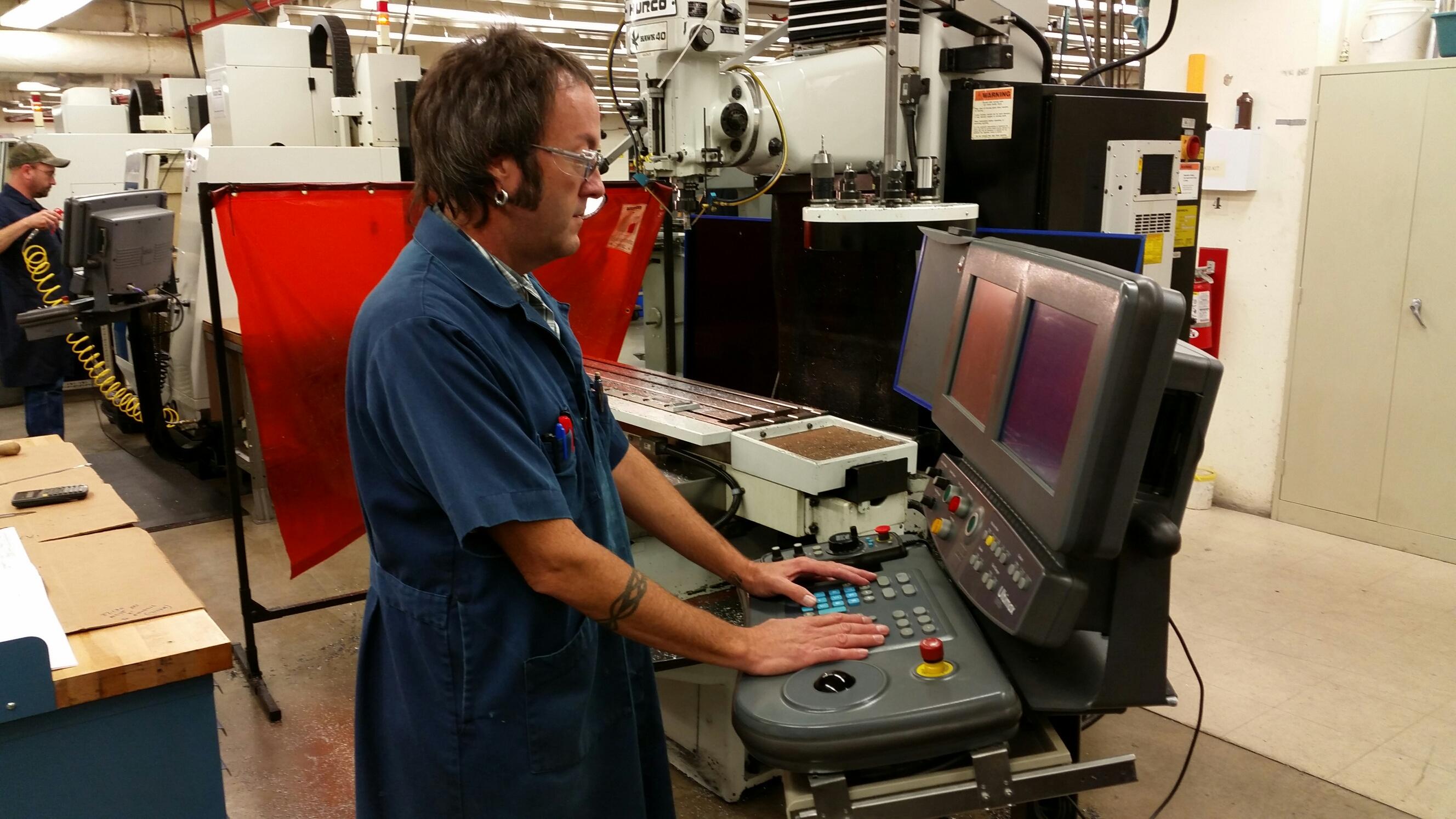 Инструкция за безопасна работа при ремонт и почистване на машини и съоръжения